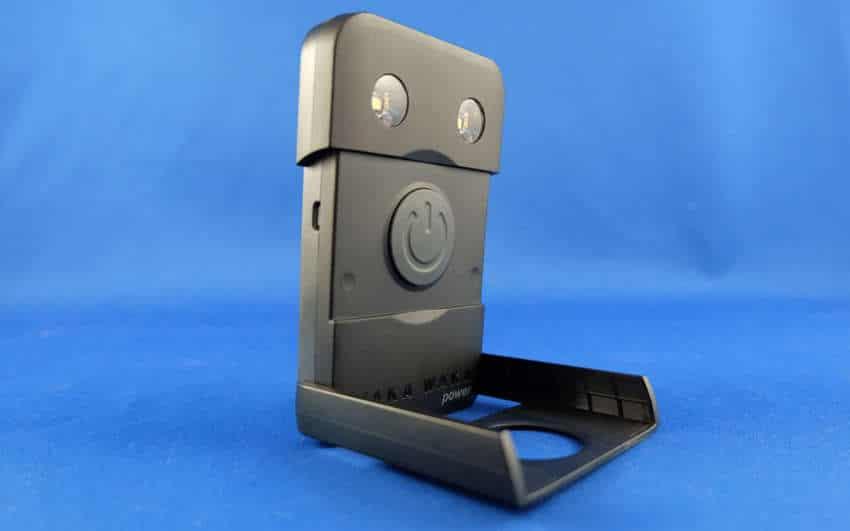 waka waka power en test le chargeur solaire portatif android mt via actualite. Black Bedroom Furniture Sets. Home Design Ideas